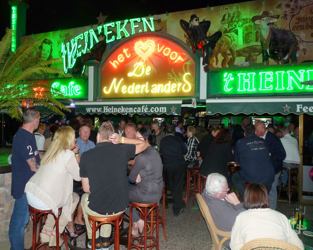 Uitgaan in Engelse pubs en Hollandse bars in Gran Chaparral op Playa del Ingles